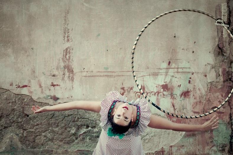 hoopdance, hula hoop class, fabrica athens, dance, fabrica artspace, athens, greece, hula hoop show, joan nino, giovanna, θέατρο, hrtfest, theater, circus, αθήνα, φεστιβάλ, κεραμεικος